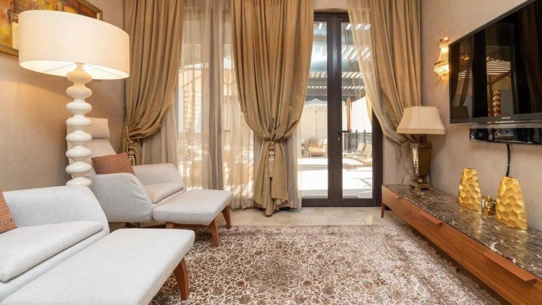 Villa en venta en Dubai, EAU, 5 dormitorios, 650 m2, № 24050 – foto 1