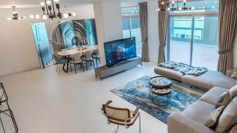 Villa en venta en Dubai, EAU, 5 dormitorios, 421 m2, № 24121 – foto 1