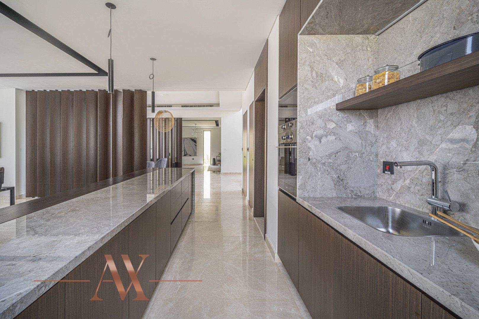 Villa en venta en Dubai, EAU, 4 dormitorios, 659.6 m2, № 23710 – foto 1