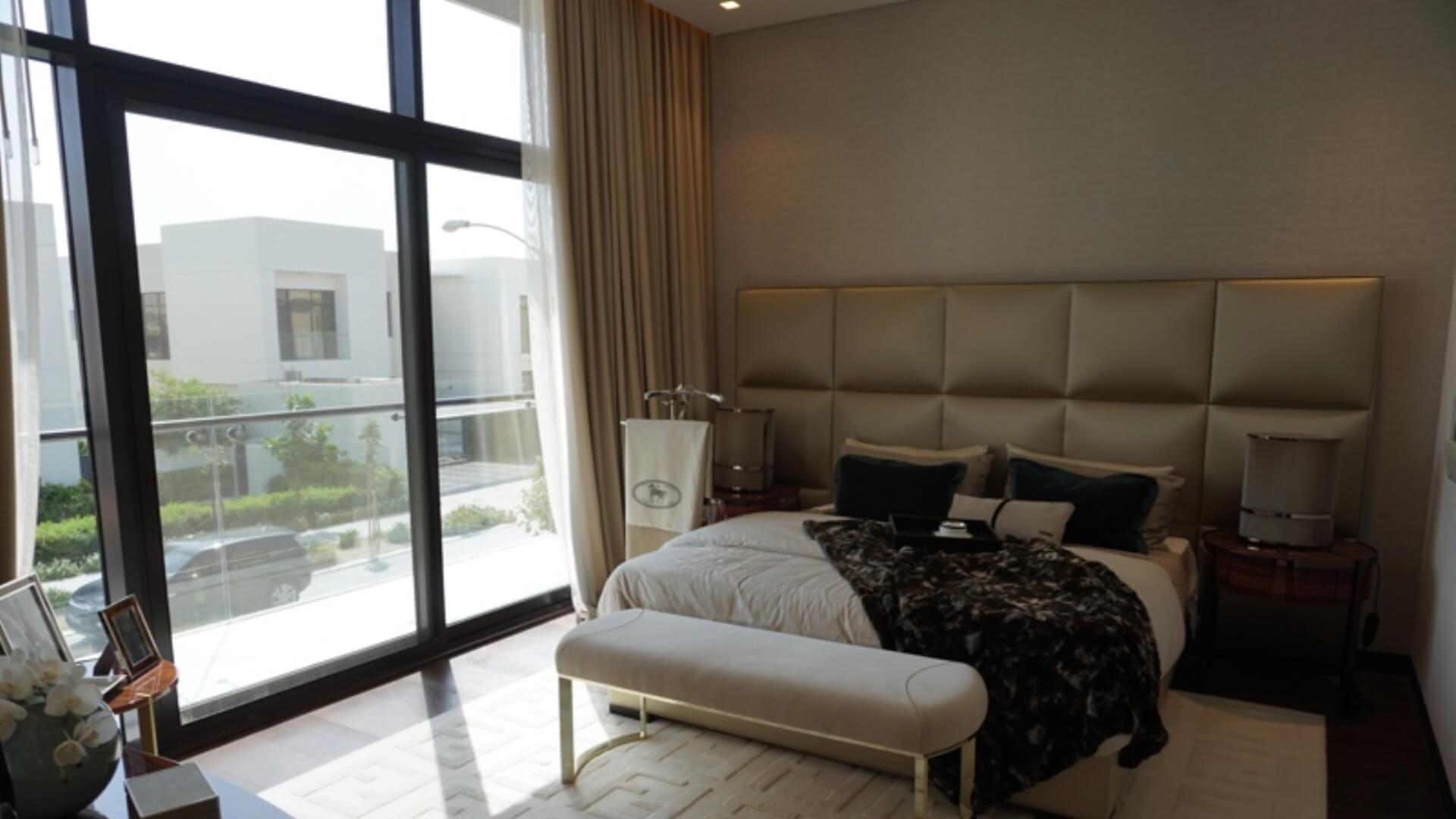 Villa en venta en Dubai, EAU, 5 dormitorios, 400 m2, № 24523 – foto 2