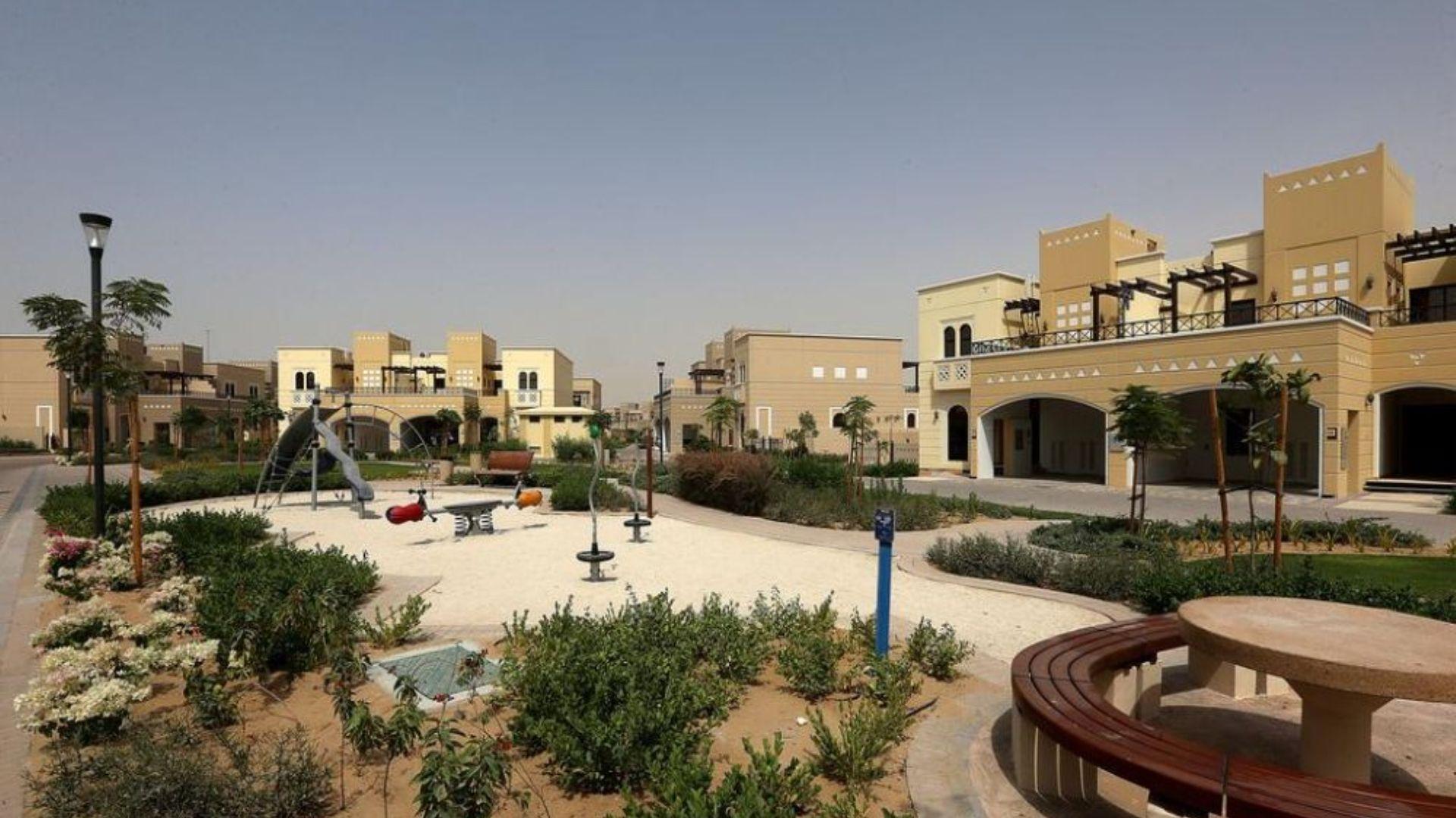 Adosado en venta en Dubai, EAU, 2 dormitorios, 165 m2, № 24436 – foto 5