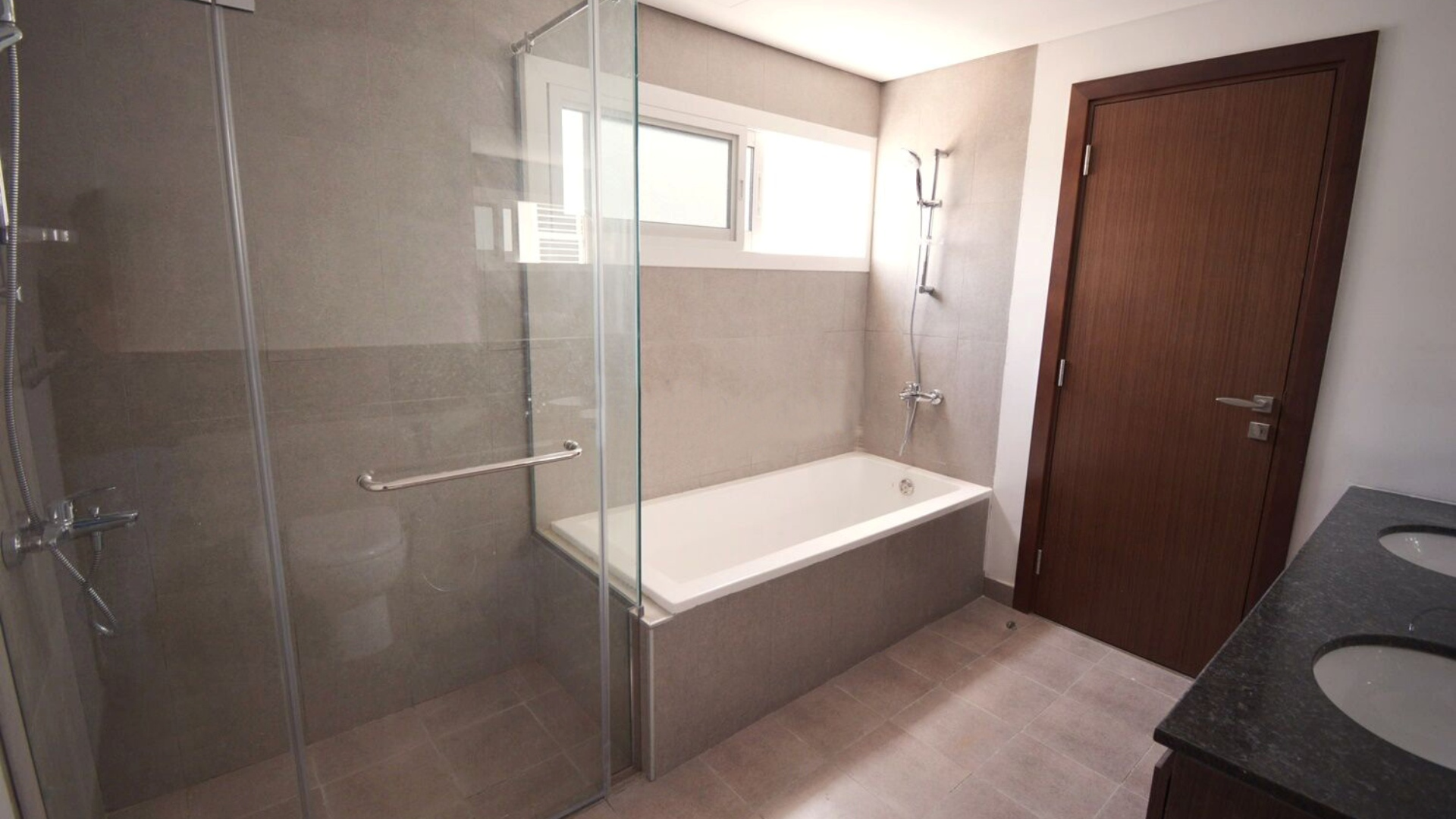 Adosado en venta en Dubai, EAU, 3 dormitorios, 187 m2, № 24437 – foto 2