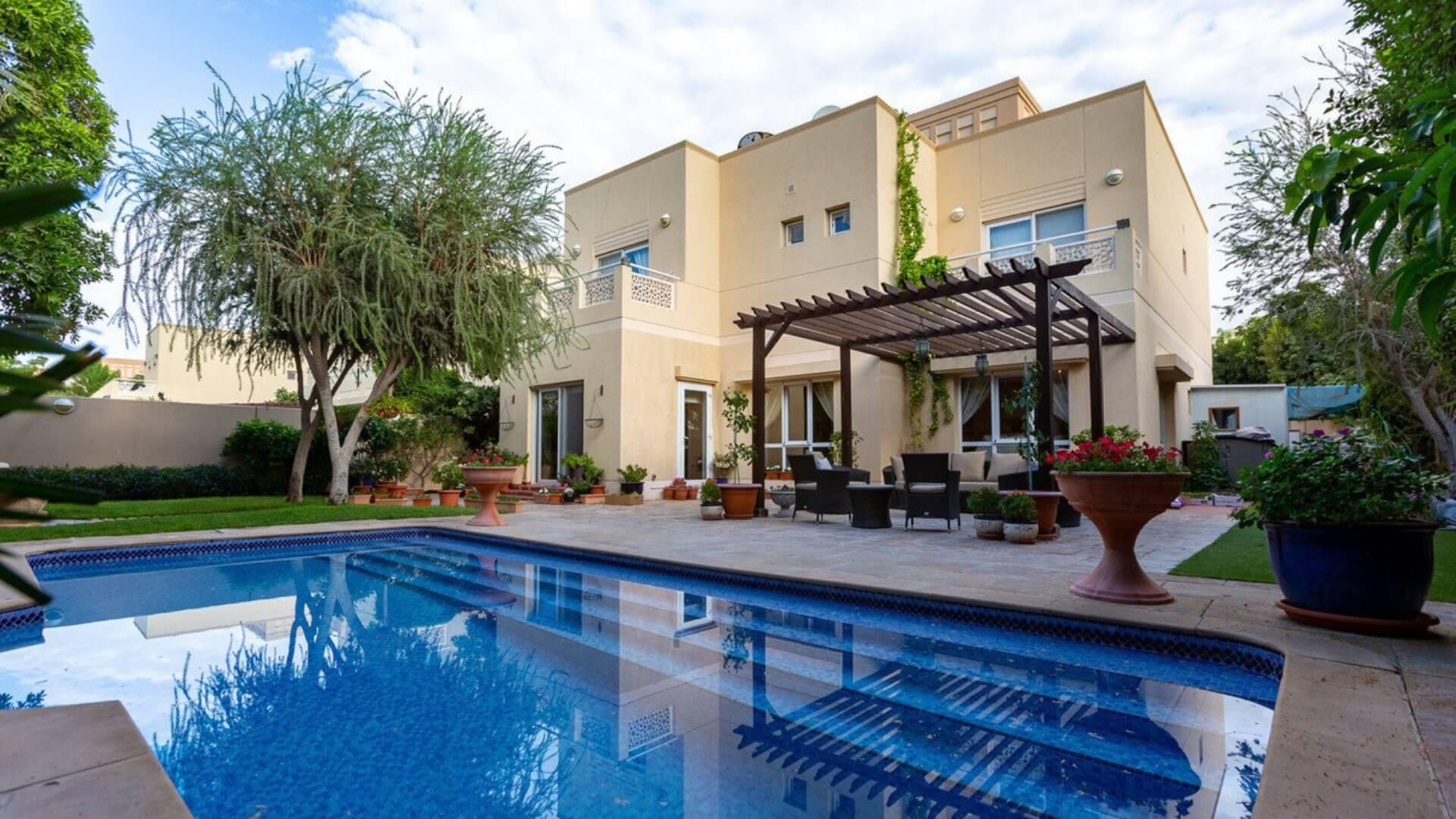 Villa en venta en Dubai, EAU, 5 dormitorios, 588 m2, № 24377 – foto 1
