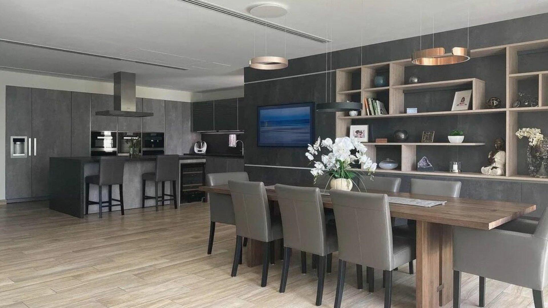 Villa en venta en Dubai, EAU, 5 dormitorios, 613 m2, № 24321 – foto 1