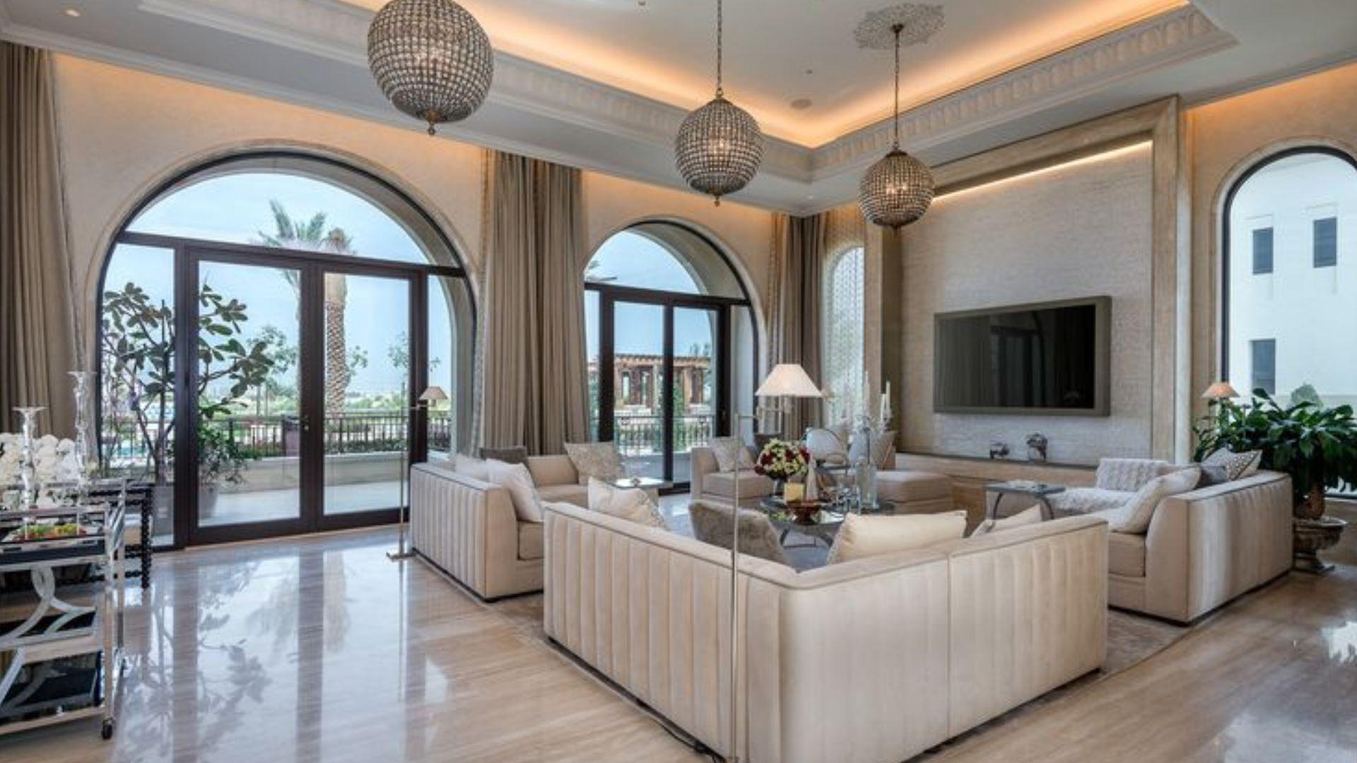 Villa en venta en Dubai, EAU, 7 dormitorios, 2084 m2, № 24633 – foto 2