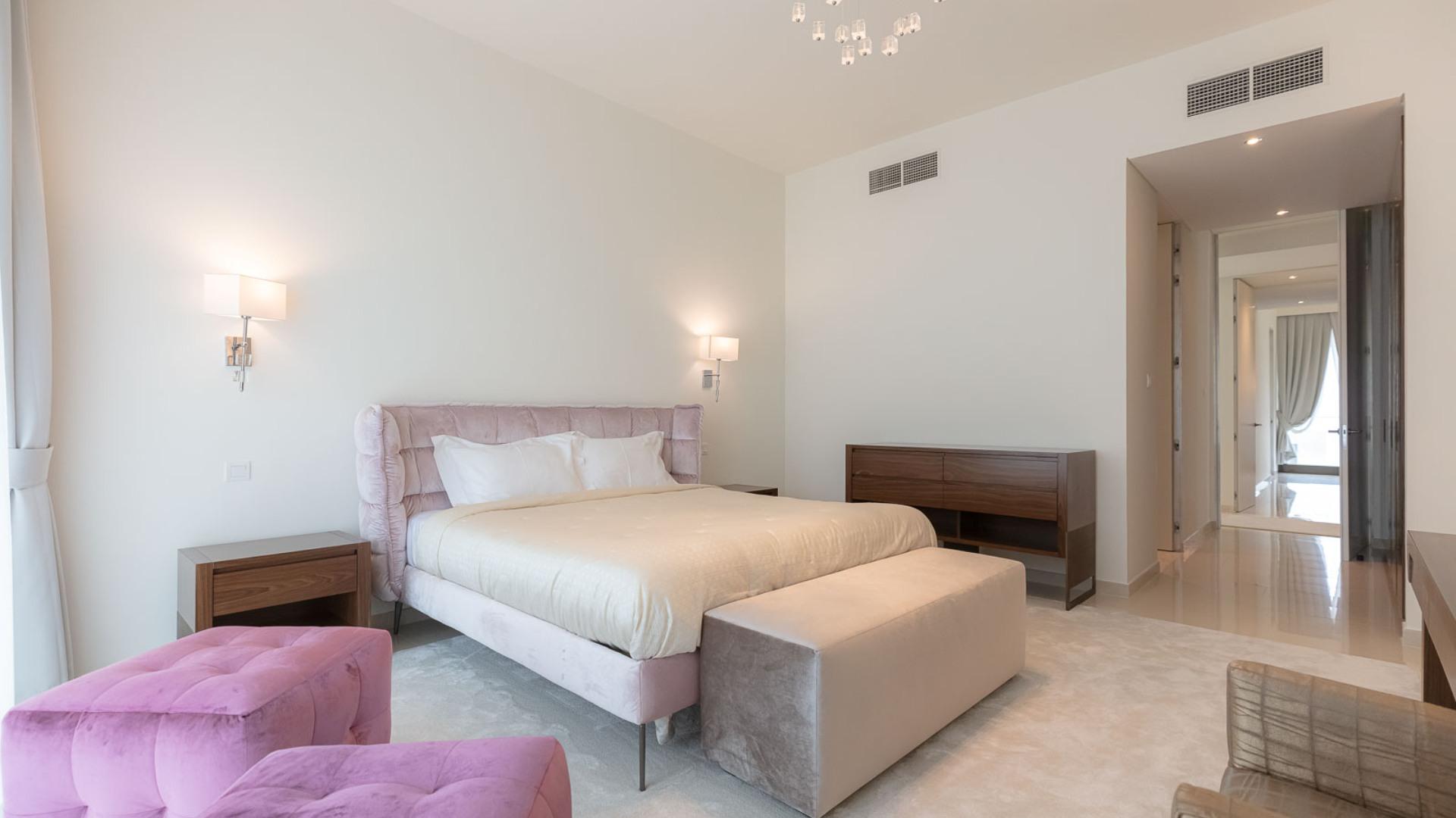 Villa en venta en Dubai, EAU, 7 dormitorios, 921 m2, № 24638 – foto 2