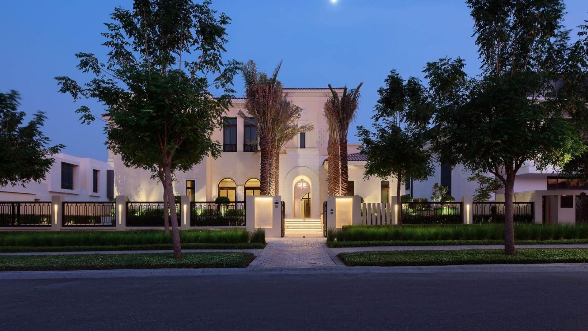 Villa en venta en Dubai, EAU, 7 dormitorios, 2084 m2, № 24633 – foto 1