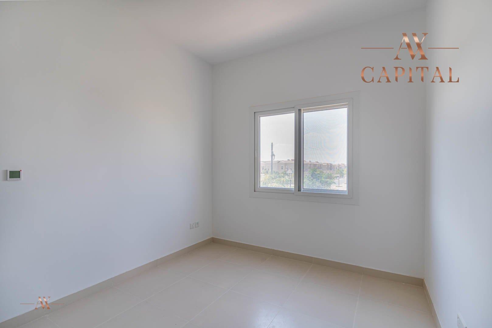 Villa for sale in Dubai, UAE, 3 bedrooms, 283.7 m2, No. 23632 – photo 2
