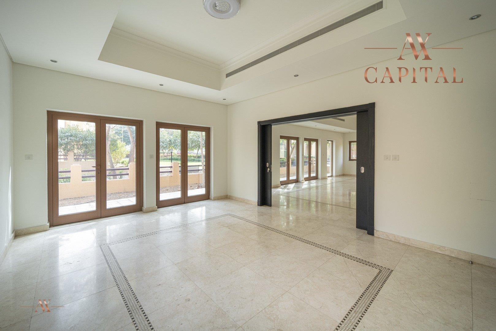 Villa for sale in Dubai, UAE, 5 bedrooms, 611.9 m2, No. 23654 – photo 1