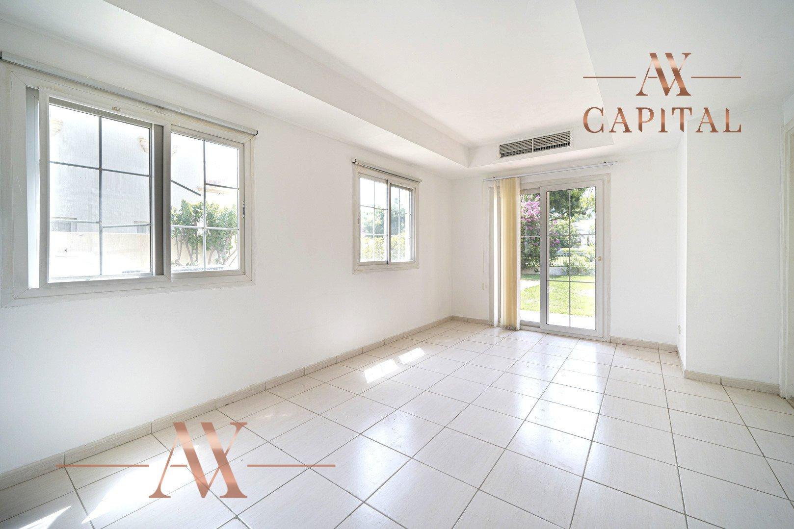 Villa for sale in Dubai, UAE, 2 bedrooms, 215.5 m2, No. 23771 – photo 1