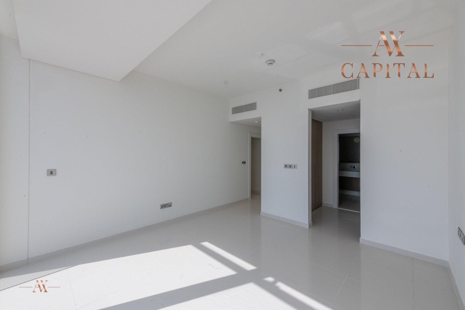 Apartment for sale in Dubai, UAE, 3 bedrooms, 244.3 m2, No. 23621 – photo 12