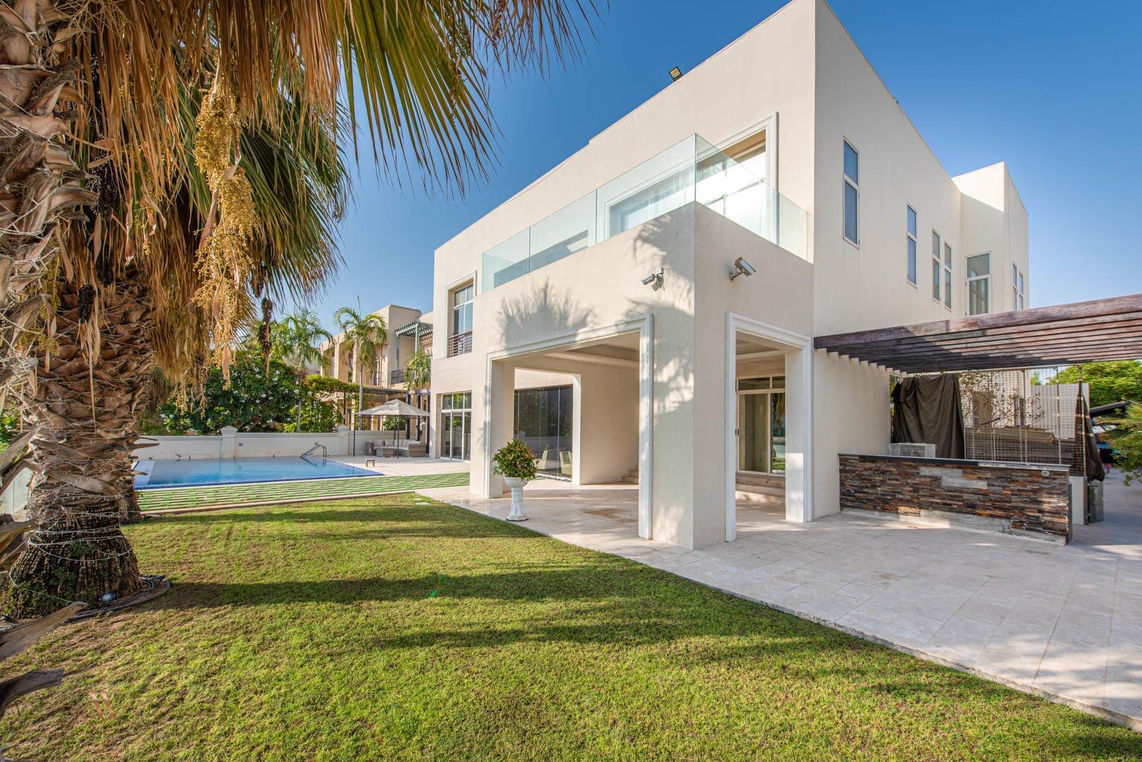 Villa for sale in Dubai, UAE, 6 bedrooms, 1114.8 m2, No. 23622 – photo 2