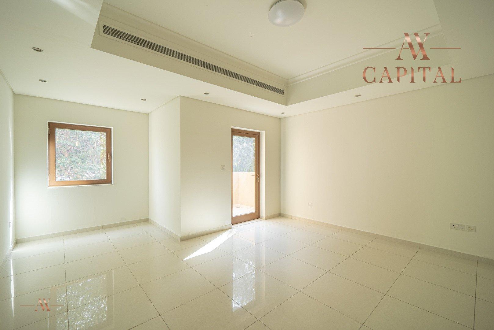 Villa for sale in Dubai, UAE, 5 bedrooms, 611.9 m2, No. 23654 – photo 16