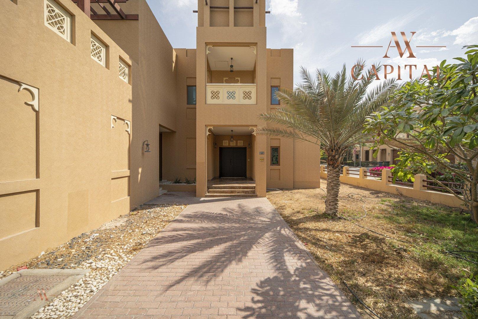 Villa for sale in Dubai, UAE, 5 bedrooms, 611.9 m2, No. 23654 – photo 2